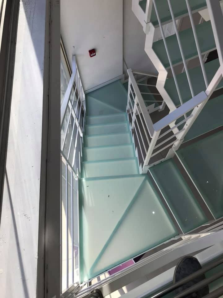Stairs safety glass 3